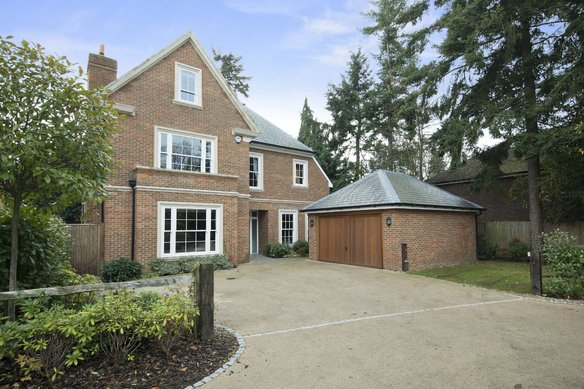 Similar Properties Spring Place, CobhamGrosvenor Billinghurst
