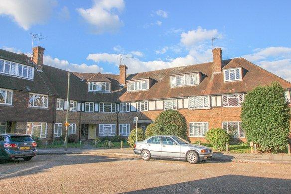 Similar Properties Station Approach, Hinchley WoodGrosvenor Billinghurst