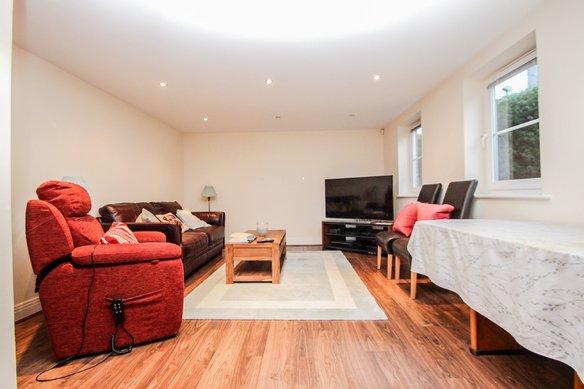 Similar Properties Station Way, ClaygateGrosvenor Billinghurst