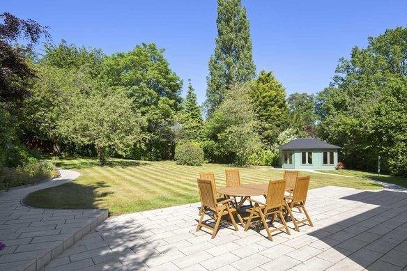 Similar Properties Twinoaks, CobhamGrosvenor Billinghurst