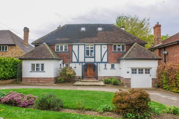 Similar Properties Winchester Close, EsherGrosvenor Billinghurst